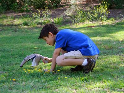 Uncle Milton Nat Geo WILD Anteater Bug Vac Lifestyle