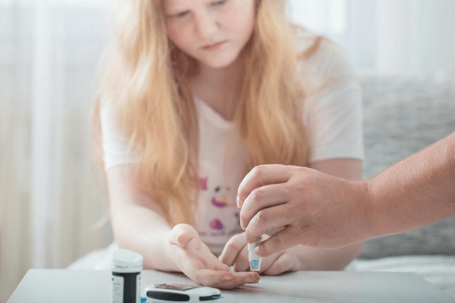 Teen with type 1 diabetes monitors her blood sugar